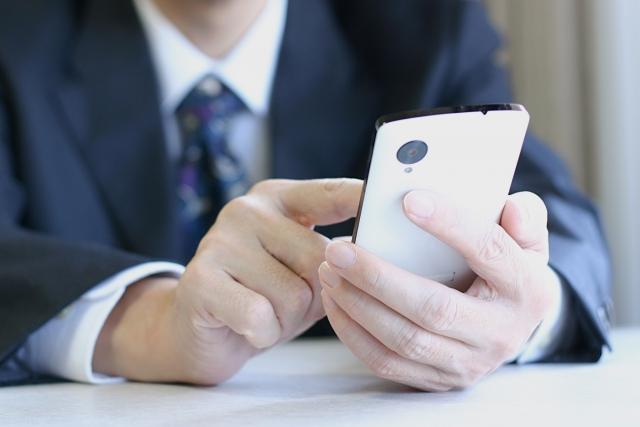 電話をかける際は相手に安心感を与えるように、心がけることが必要