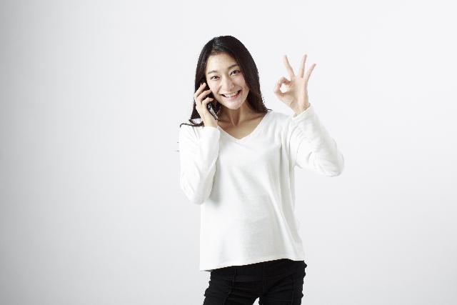 電話で話すときも口角を上げ明るい表情で会話すると相手に好感を与えることが出来る