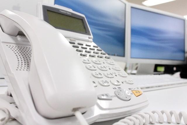 電話を保留する際は、相手の状況を考えて所要時間をきにしたり、テキパキとした対応が必要